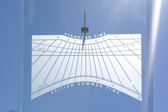 Spectra sundial marking the actual time of a wedding ceremony